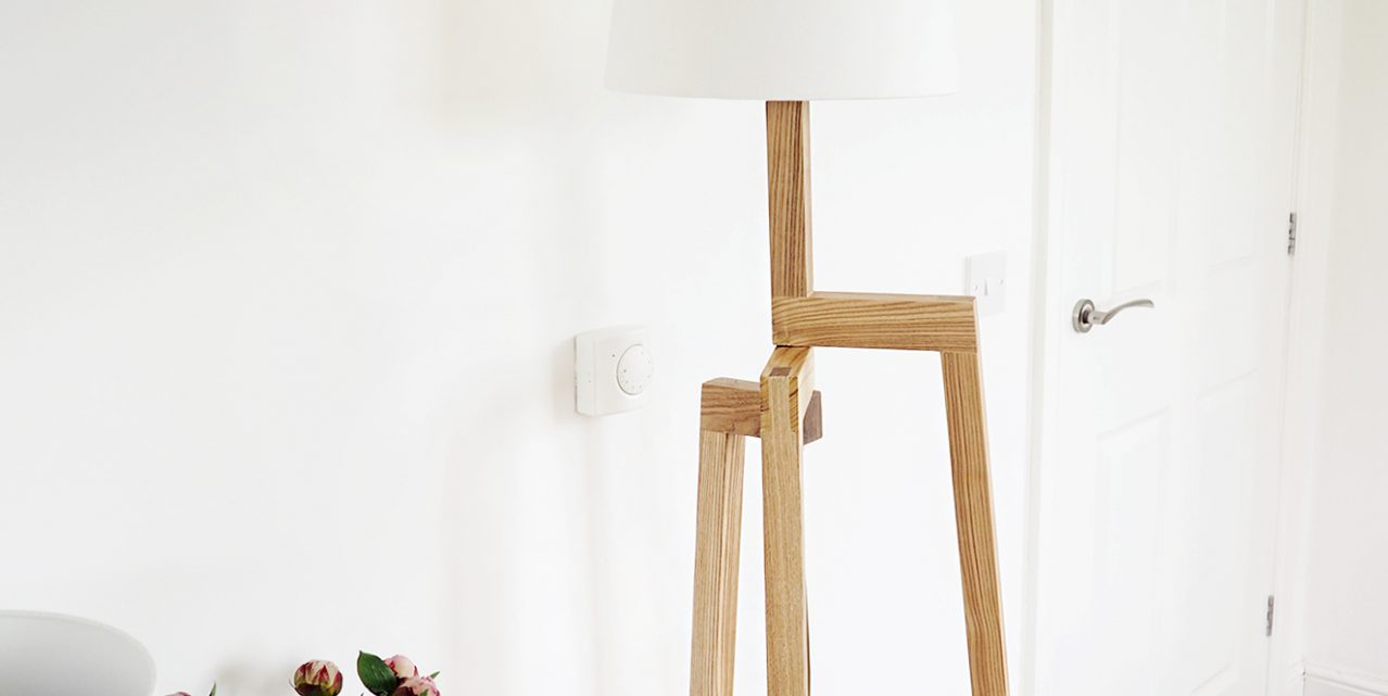 Iconic-Lights---Scandinavian-Wooden-Tripod-Floor-Lamp-Review
